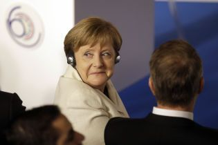 Зеленський провів телефонну розмову із Меркель: про що говорили