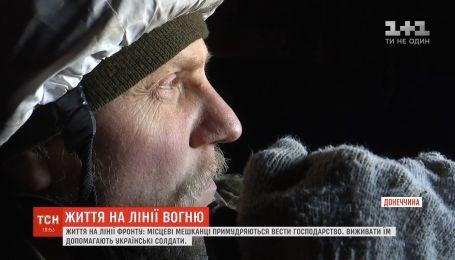 Життя на лінії фронту: українські військові допомагають місцевим жителям у Водяному