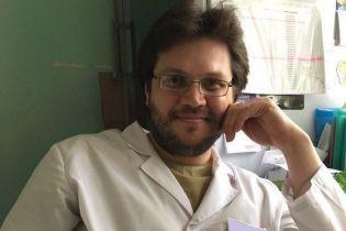 В России жестоко убивший одноклассника шизофреник устроился работать врачом. Его разоблачил психиатр