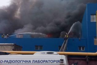 Масштабный пожар на левом берегу гасит треть техники ГСЧС Киева