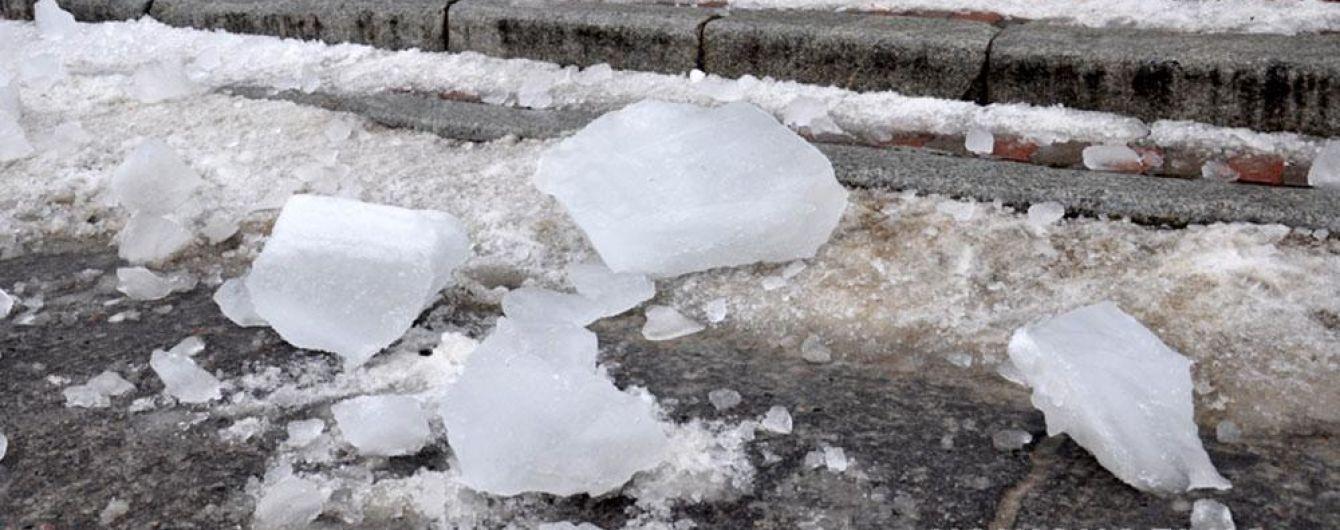 Третья жертва за четыре дня: в Полтаве снежная глыба упала на 18-летнюю девушку