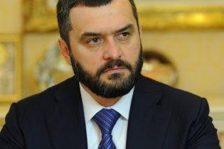 Печерский суд отменил арест многочисленного имущества экс-главы МВД Захарченко