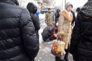 Шестилетняя девочка, которой на голову упала глыба льда, впала в кому