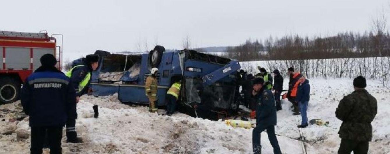 В РФ перевернулся автобус с детьми: есть жертвы