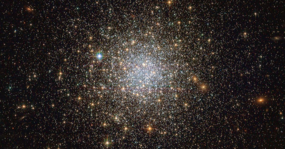 Старе як сам Всесвіт: телескоп Hubble сфотографував скупчення зірок віком понад 13 млрд років