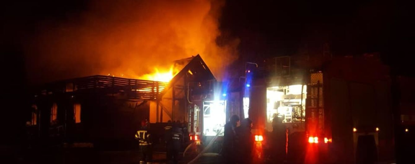 В Ровно мощный пожар охватил ресторан