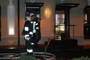 """В Днепре неизвестные подожгли кафе """"Коктейлем Молотова"""", есть пострадавшие"""