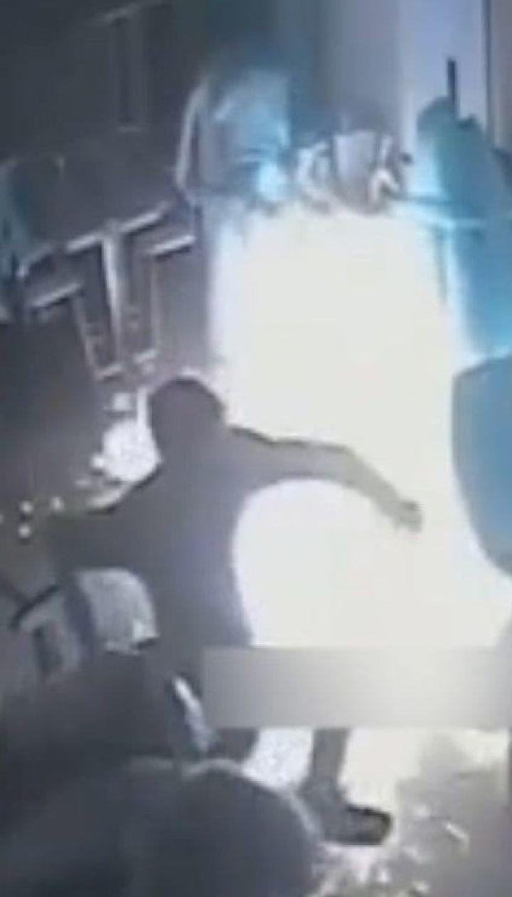 В Днепре на глазах у посетителей и персонала подожгли кафе