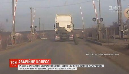 На Одещині від вантажівки відірвалось колесо та ледь не спровокувало кілька аварій