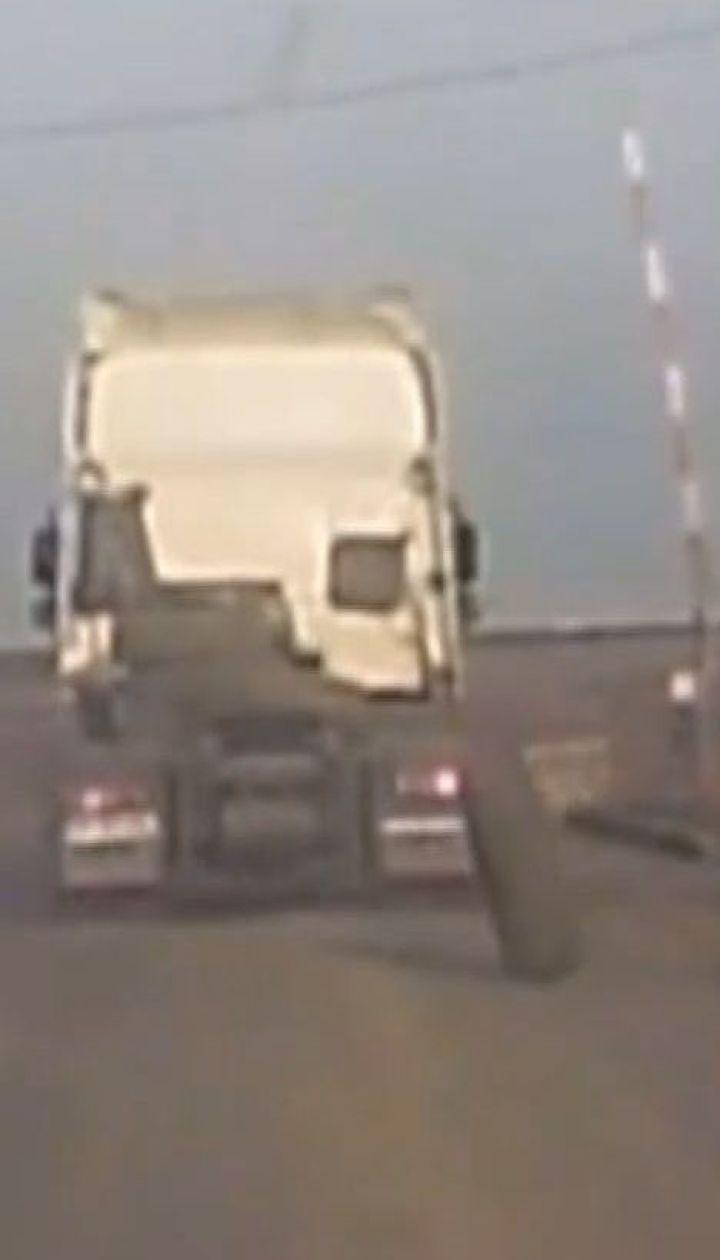 В Одесской области от грузовика оторвалось колесо и едва не спровоцировало несколько аварий