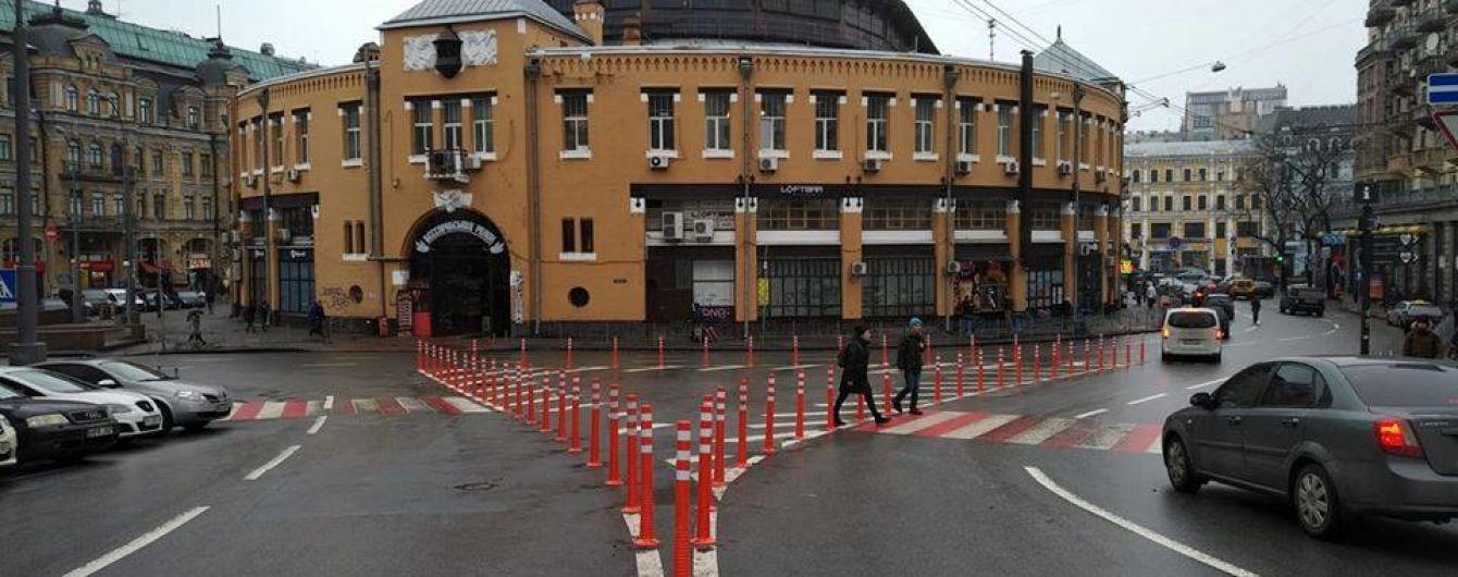 В Киеве на Бессарабской площади огородили островок безопасности