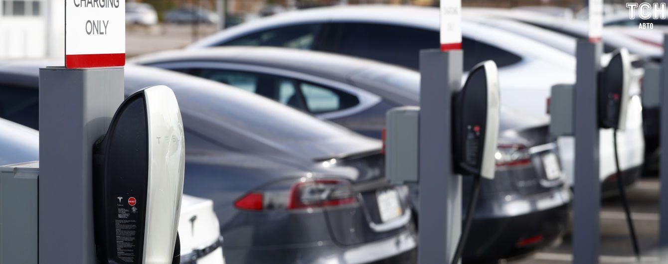 У Канаді Tesla не підпала під держзнижки для електрокарів