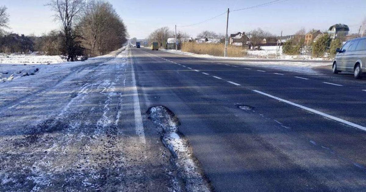 """""""Укравтодор"""" візьметься за ямковий ремонт розбитих шосе уже 8 лютого"""
