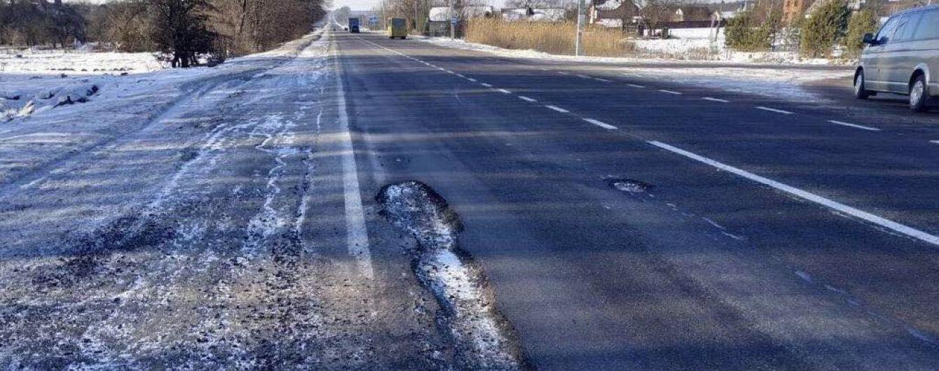 На Львівщині розвалюється прокладене до Євро-2012 шосе