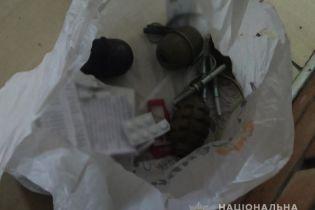 В Киеве пьяный мужчина предлагал встречным купить у него гранаты РГД-5 и Ф-1