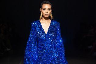 Блестящие платья с декольте и бабочки: Dafna May представила новую коллекцию на UFW