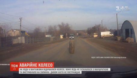 В Одесской области сразу несколько ДТП могло спровоцировать колесо, которое на ходу оторвалось от грузовика