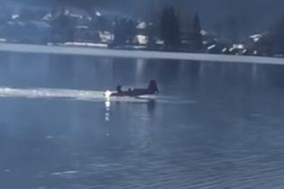 В Австрии во время авиашоу самолет упал в озеро