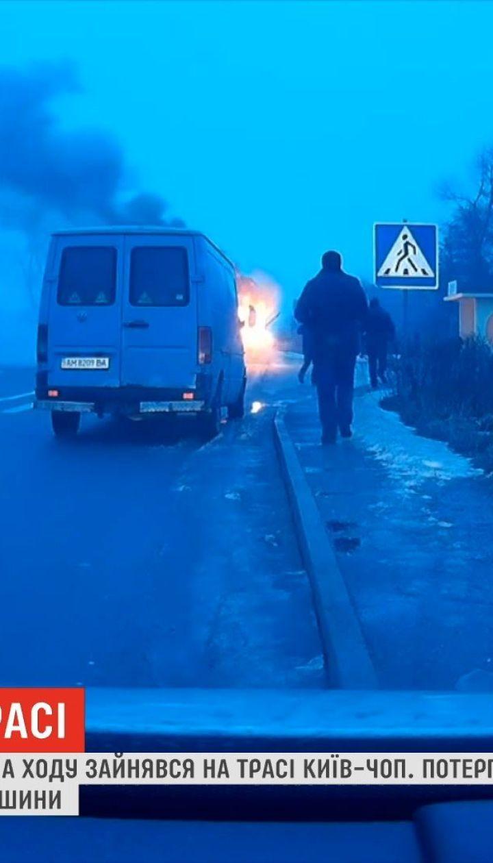 На трассе Киев-Чоп на ходу загорелся пассажирский автобус