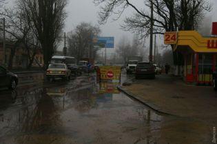 Комунальники навмання шукають місце розриву водогону в Одесі
