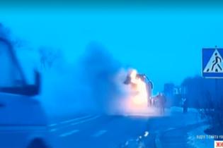 В Украине на международном шоссе загорелся автобус с пассажирами