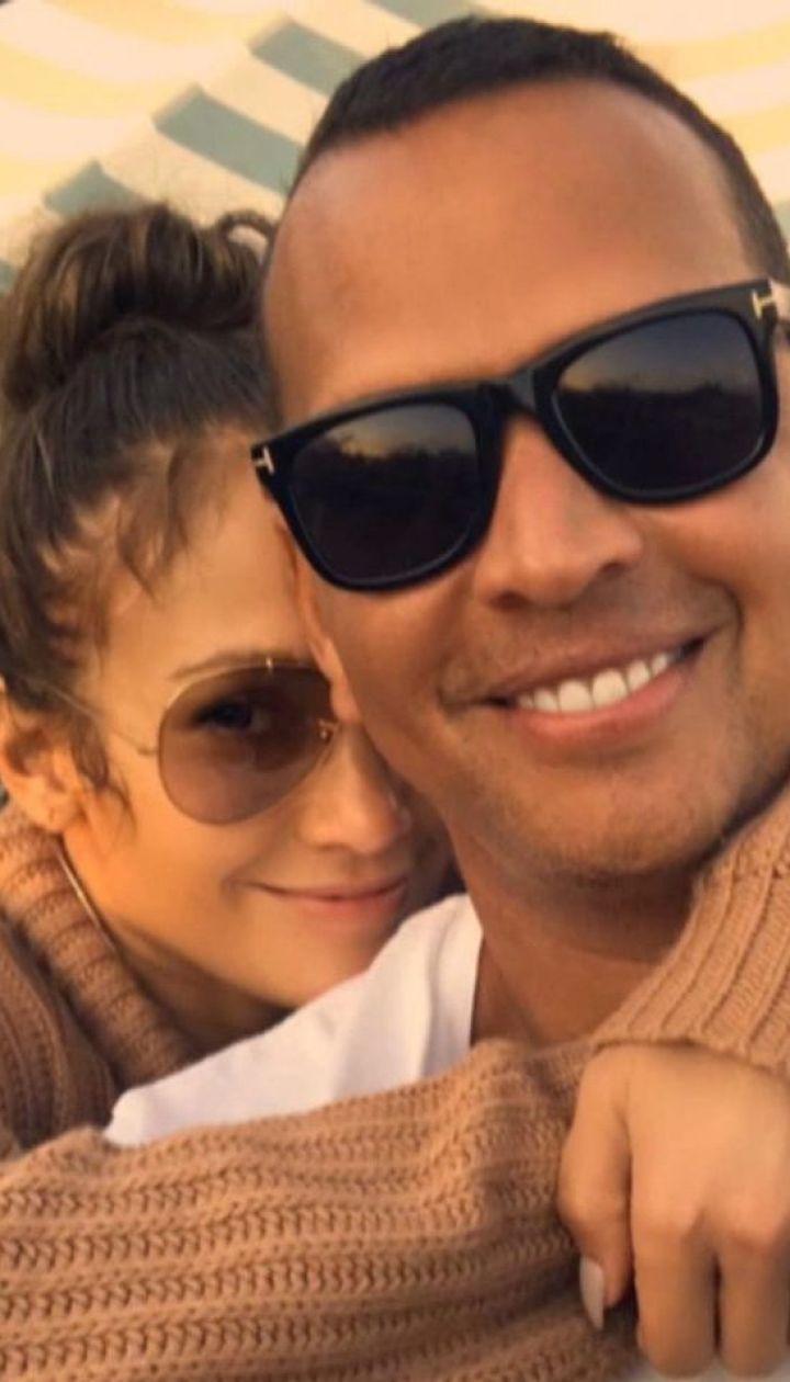 Дженнифер Лопес чувственно поздравила любимого с их годовщиной