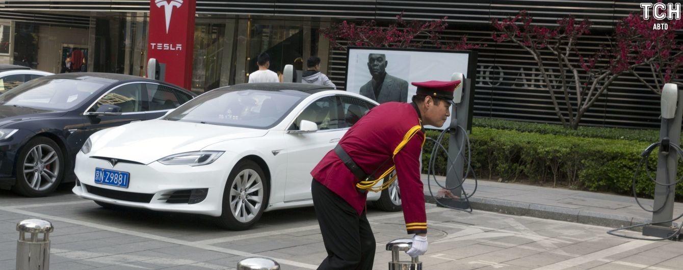 """Зарядки Volkswagen оборудуют """"павербанками"""" от Tesla"""