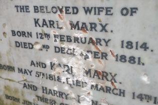 У Лондоні невідомі пошкодили надгробок на могилі Карла Маркса