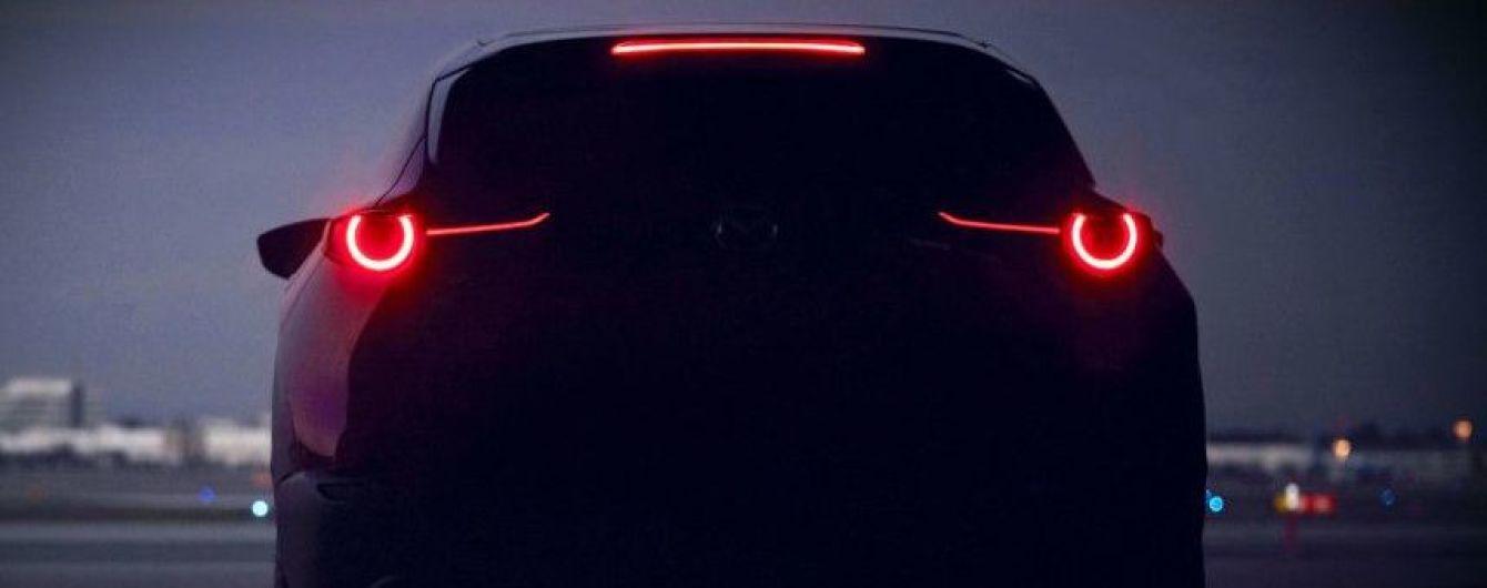 Mazda интригует тизером компактного кроссовера
