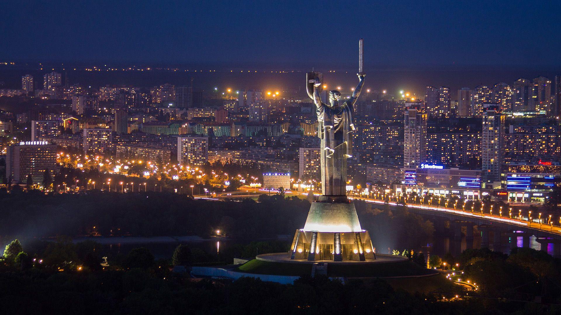 Музика на 17 поверсі Київ панорама Родина Мать