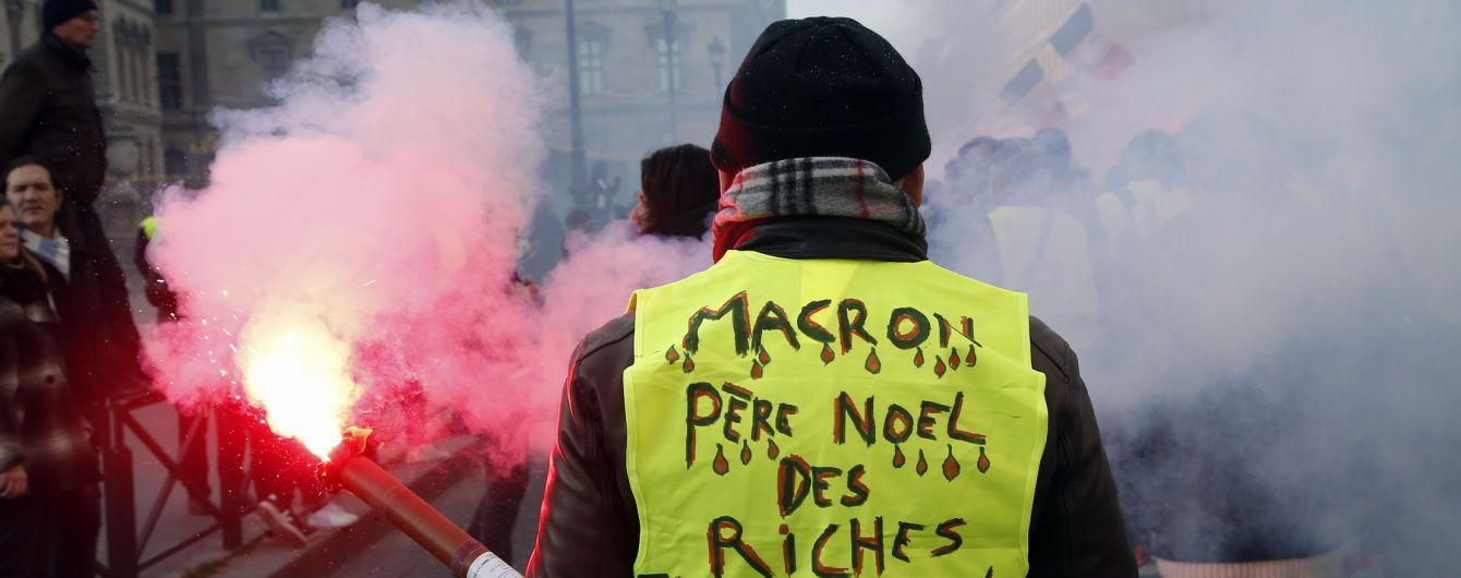 """Понад 8 тисяч """"жовтих жилетів"""" вийшли протестувати у Франції"""