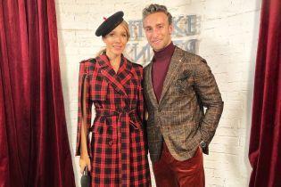 В клетчатом пальто и стильном берете: Катя Осадчая на Украинской неделе моды