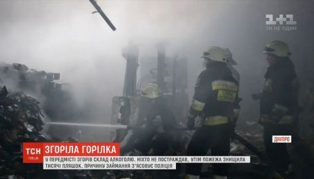 Пожежа знищила склад алкоголю на околиці Дніпра