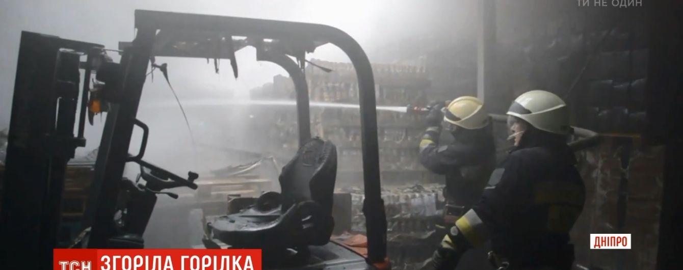 В Днепре огонь уничтожил склад с алкоголем