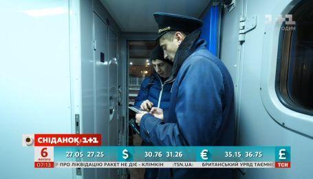 В украинских поездах станет меньше проводников - экономические новости