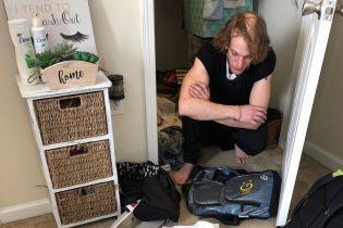 У США студентка випадково знайшла у своїй шафі незнайомця, який жив там кілька днів