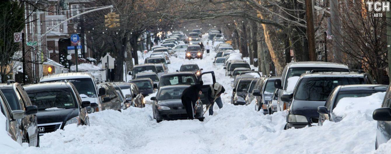 Дорогам України загрожує сніжний колапс. Як водієві поводитися на трасі