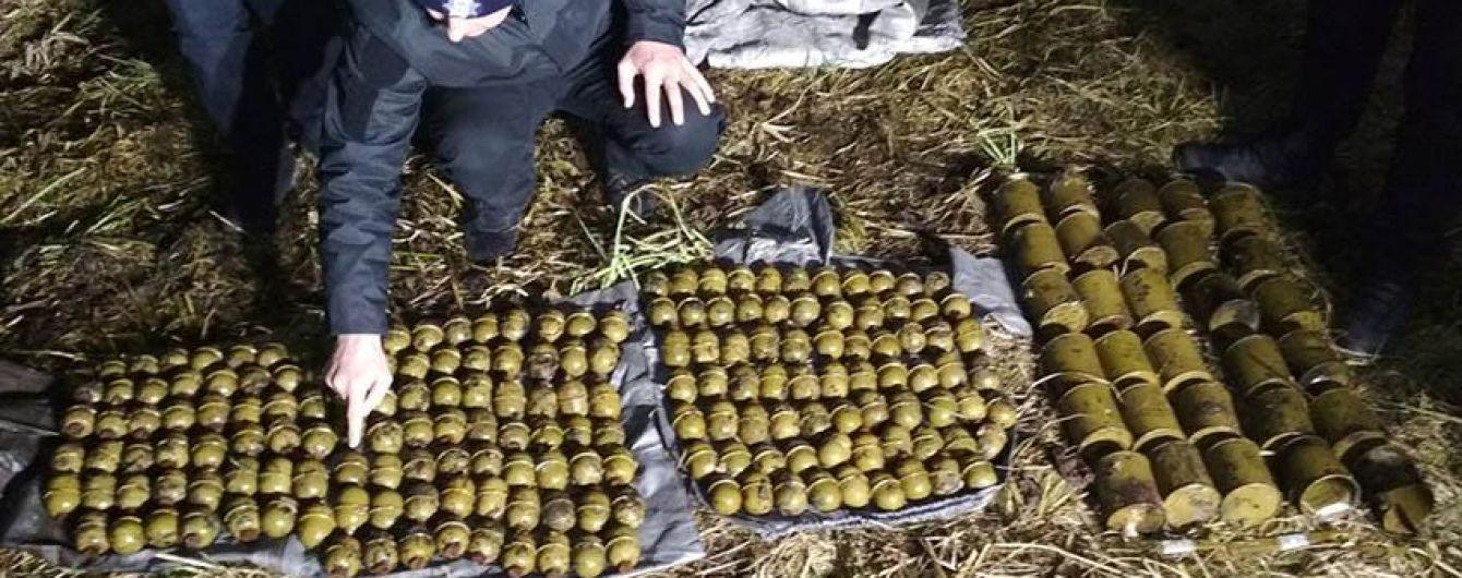 Прохожий наткнулся на две сотни боевых гранат в кустах на Хмельнитчине