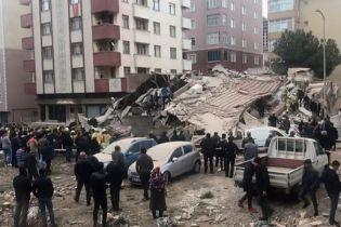В Стамбуле рухнул восьмиэтажный дом: есть погибший