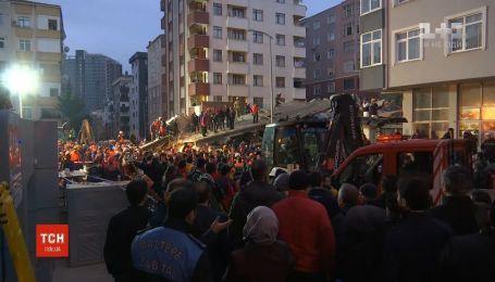 В Стамбуле обрушился 8-этажный дом, есть погибший