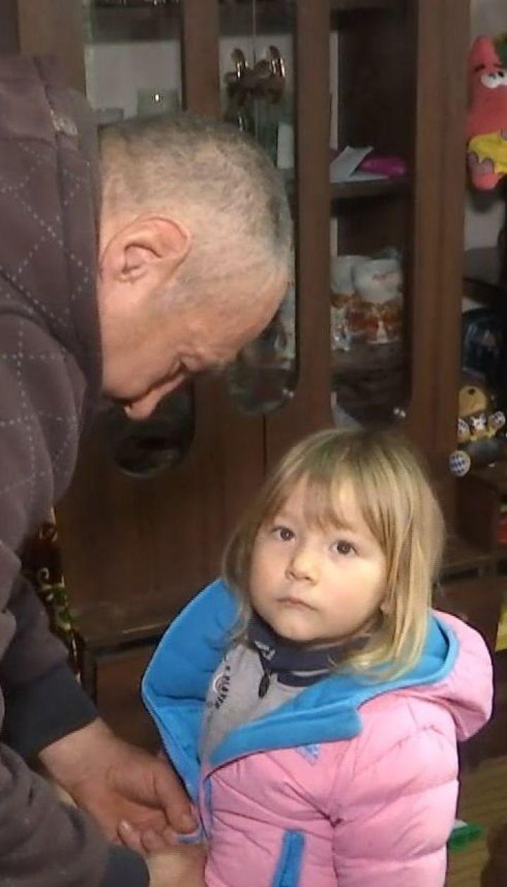 На Вінниччині чоловік сам виховує чотирьох маленьких дітей