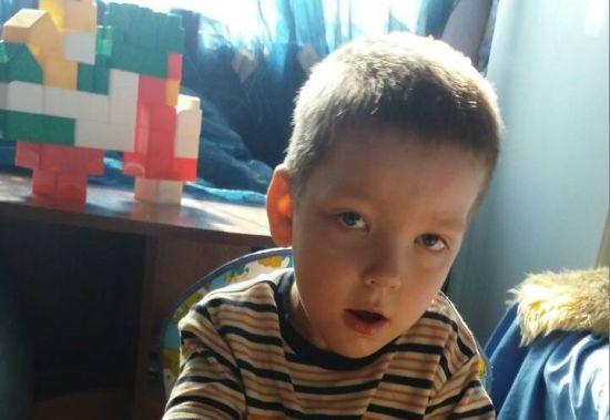 Батьки Ігоря просять фінансової допомоги на лікування сина