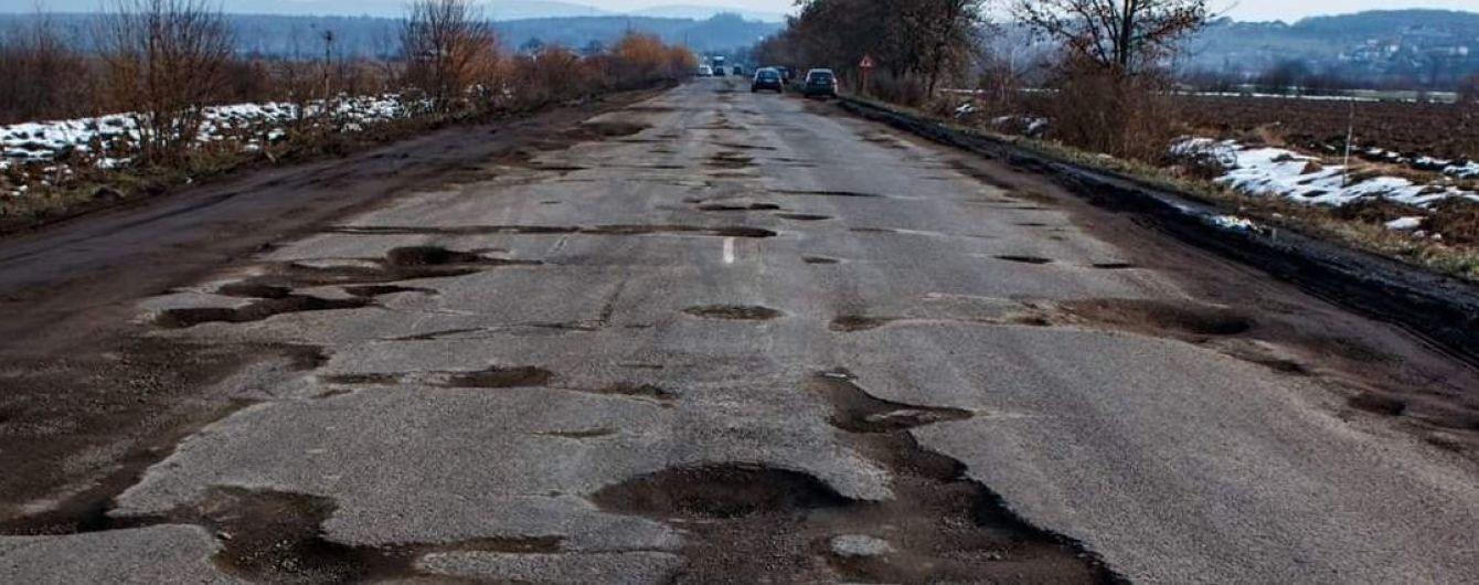 На разбитые дороги Закарпатья правительство выделило более полумиллиарда гривен