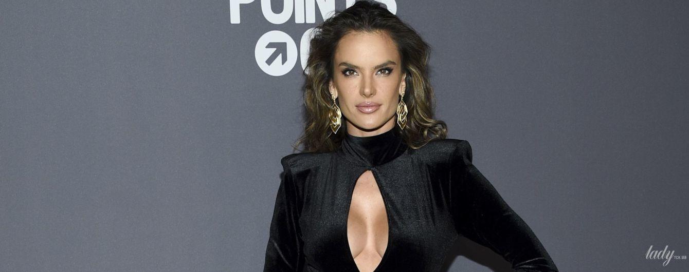Худая, но с пышной грудью: Алессандра Амбросио в бархатном наряде блистала на светском мероприятии
