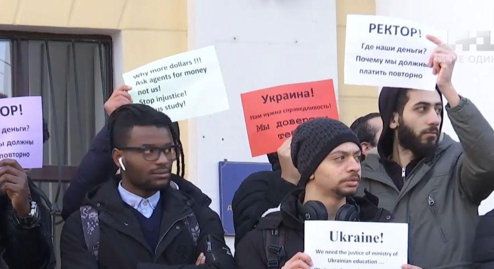 Картинки по запросу В Кропивницкому с протестом вышли иностранные студенты