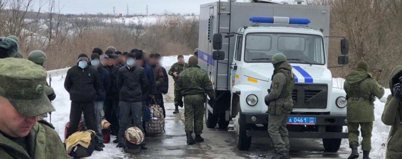 """Боевики """"ЛНР"""" передали Украине 33 осужденных - Денисова"""