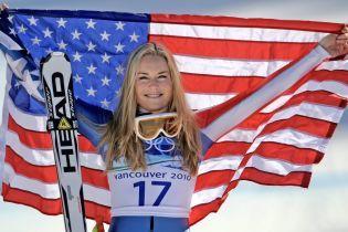 Американська гірськолижниця показала синці на сідницях подруги після падіння на чемпіонаті світу