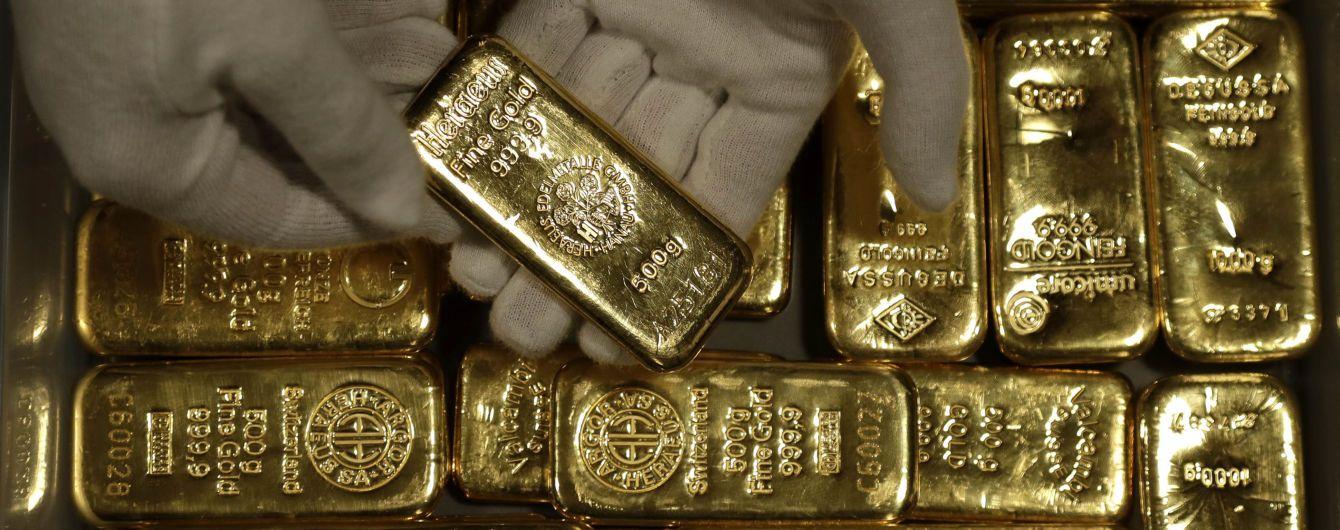 Француз заказал в Сети бикини для жены, а получил золотые слитки