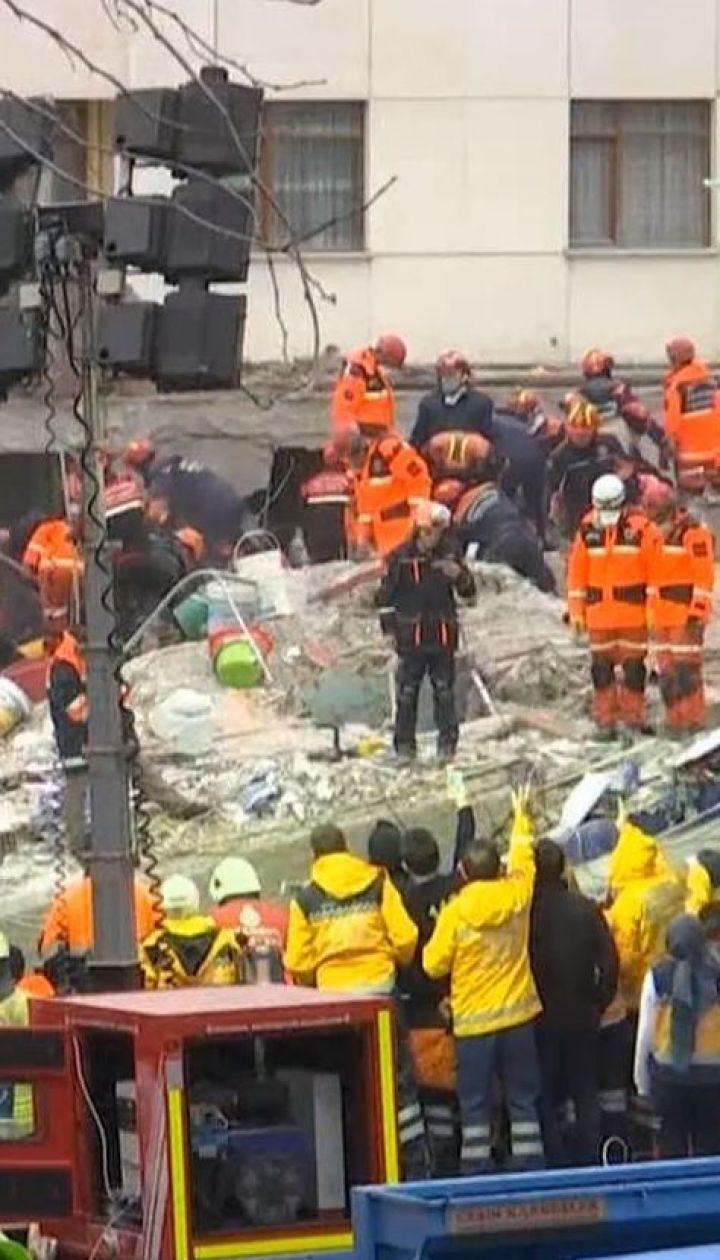 В Стамбуле из-под завалов многоэтажки вытащили 5-летнюю девочку