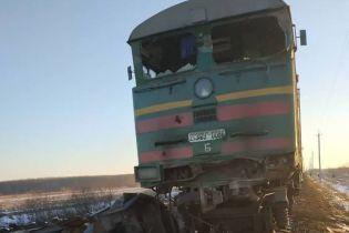 На Ивано-Франковщине поезд столкнулся с грузовиком и сошел с рельсов
